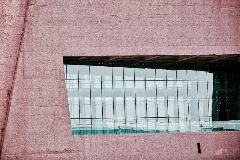 ▲麓湖·A4美術館側面落地窗