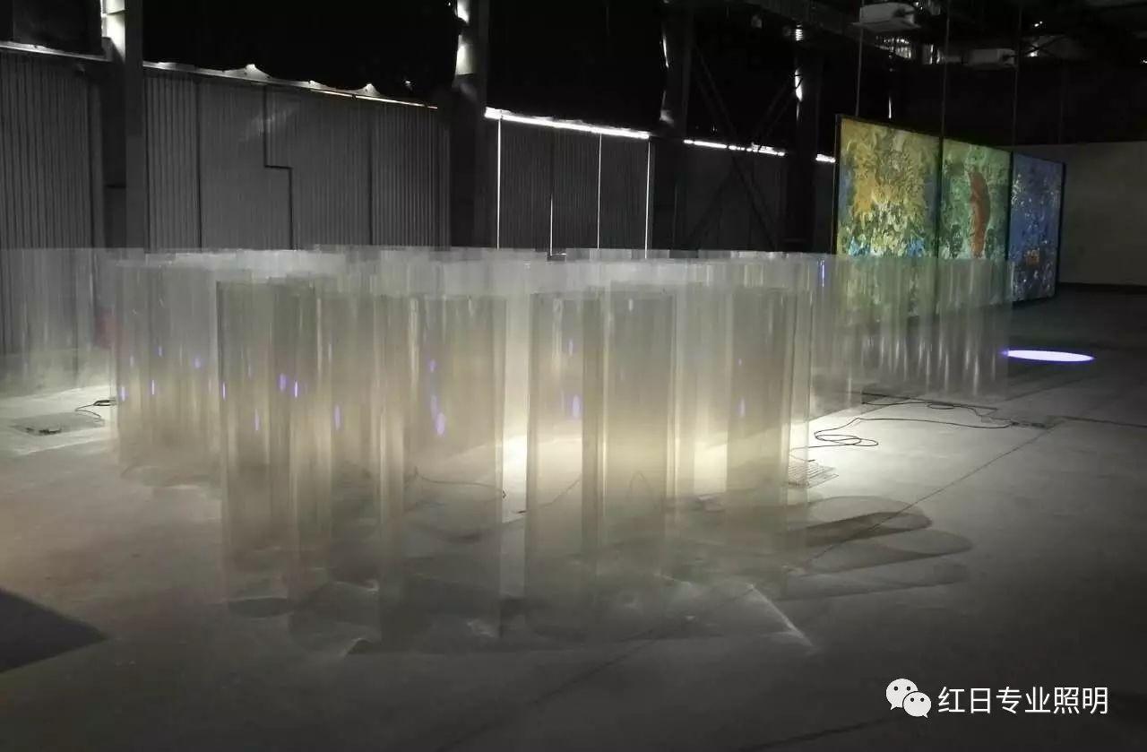 徐文愷 《雙重》 燈光裝置 2016