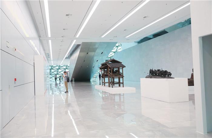 """深圳市当代艺术与城市规划""""雕塑40年""""展览照明"""
