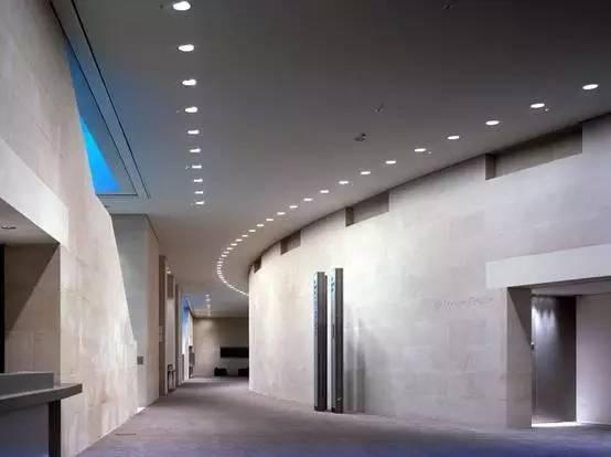 伦敦不列颠博物馆的光洗墙