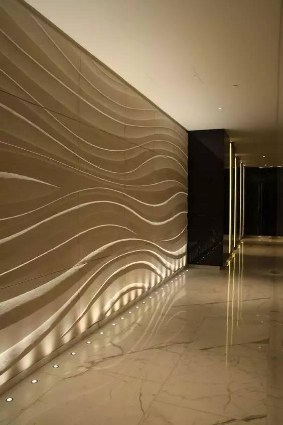 擦光重点在于突出墙面的纹理和质感