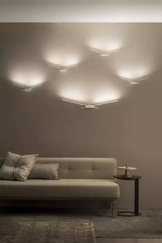 轻薄的LED灯具也为墙面局部装饰提供了无限可能