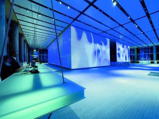 LED使得大型墙面可以成为时时动态