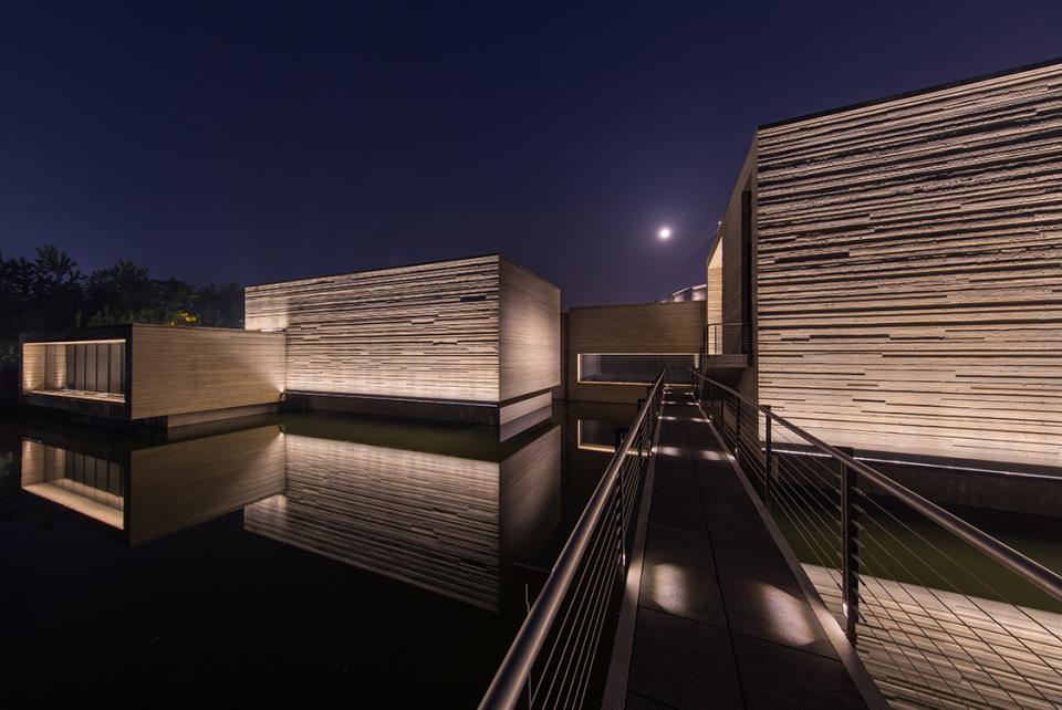 洗墙照明案例——木心美术馆户外洗墙照明