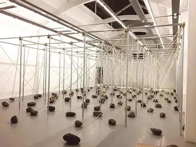 """""""乌托邦·异托邦:乌镇国际当代艺术邀请展"""" 菅木志雄作品现场光效"""