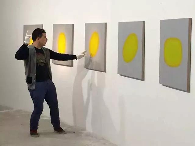 刘宏剑在展览工作现场