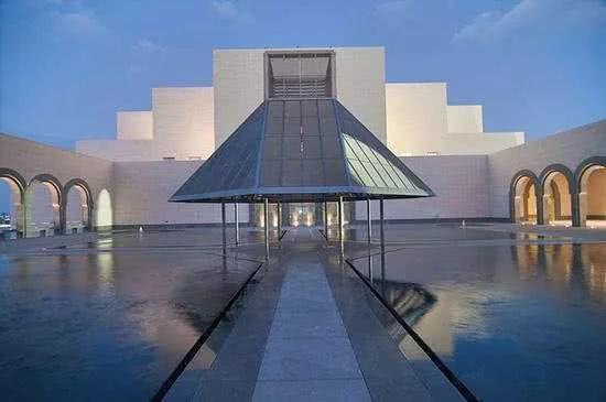 为什么博物馆的灯要设置成那么暗?